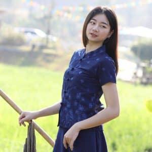 21006 เสื้อม่อฮ่อมผู้หญิง พิมพ์ลายทรงเข้ารูป กระดุมจีน ลายดอกจำปา