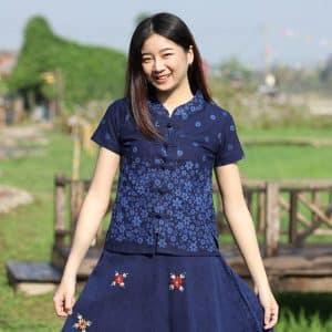 21005 เสื้อม่อฮ่อมผู้หญิง พิมพ์ลายทรงเข้ารูป กระดุมจีน ลายดอกคัตเตอร์