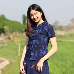 21002 เสื้อม่อฮ่อมผู้หญิง พิมพ์ลายทรงเข้ารูปกระดุมจีน ลายดอกซากุระ