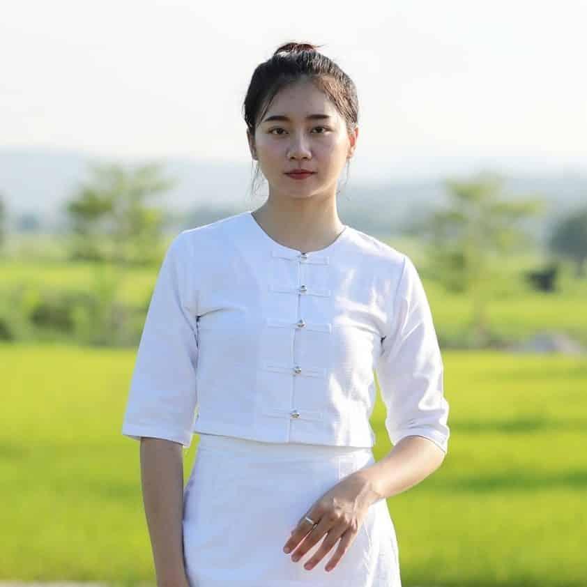 เสื้อผ้าฝ้ายกาสะลองสีขาว