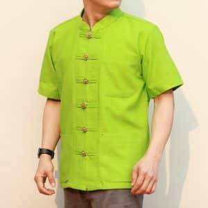 41002 เสื้อผ้าฝ้ายชายสีเขียวเนื้อผ้าชินมัย ตองชัย กระดุมเหรียญ แขนสั้น